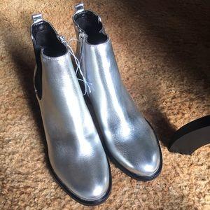 🥳Host Pick New Libby Edelman metallic silver boot